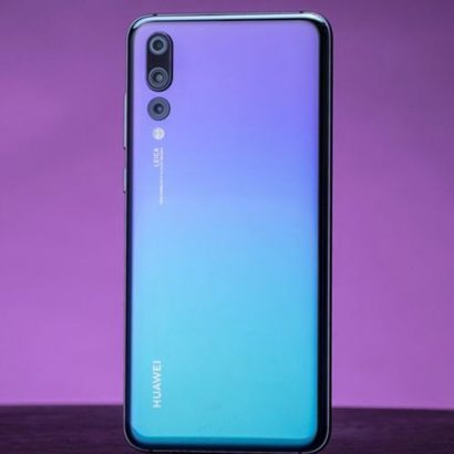 Huawei P20 Pro AI Smartphone 6GB RAM 64GB ROM 40.0MP Triple Rear Cameras Android 8.1 Phone (6.1 Inch
