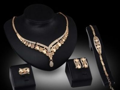 Fashion 4-in-1 Earring Necklace Bracelet Gold