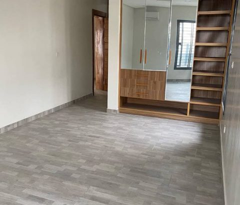 3 BEDROOM SMART APARTMENTS FOR SALE AT LEKKI PHASE 1 (Call or Whatsapp – 08090308098)
